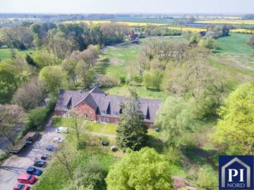 RENDITE die sich RECHNET! Gutsanlage mit 18 renovierten Wohnungen – voll vermietet, 24796 Bovenau, Mehrfamilienhaus