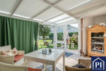 Ein modernisiertes und sonniges Haus mit Wintergarten, 24159 Kiel, Reiheneckhaus