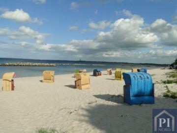 Großes Einfamilienhaus nur 500 m vom Strand!, 24229 Schwedeneck, Einfamilienhaus