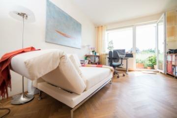 Großzügige Wohnung mit zwei Balkonen in Düsternbrook!-Bezugsfrei!, 24105  Kiel, Etagenwohnung