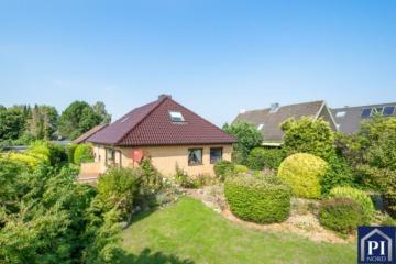 Schickes Einfamilienhaus mit neuem Dach mitten in Melsdorf, 24109 Melsdorf, Einfamilienhaus