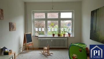 Wohnung am Blücherplatz – ca. 100 qm – zum 01.07.2019 frei. Direkt darunter befindet sich eine Kneipe!, 24105  Kiel, Etagenwohnung