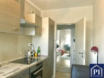 Renovierte, helle 4-Zimmer Wohnung mit Balkon, 24109 Kiel, Etagenwohnung