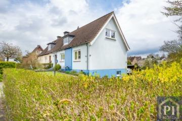 Doppelhaushälfte mit großem Garten und viel Potenzial, 23714 Malente, Doppelhaushälfte