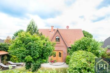 Neuwertiges Einfamilienhaus mit Einliegerwohnung und Ausbaureserve in Feldrandlage!, 24601 Wankendorf, Einfamilienhaus